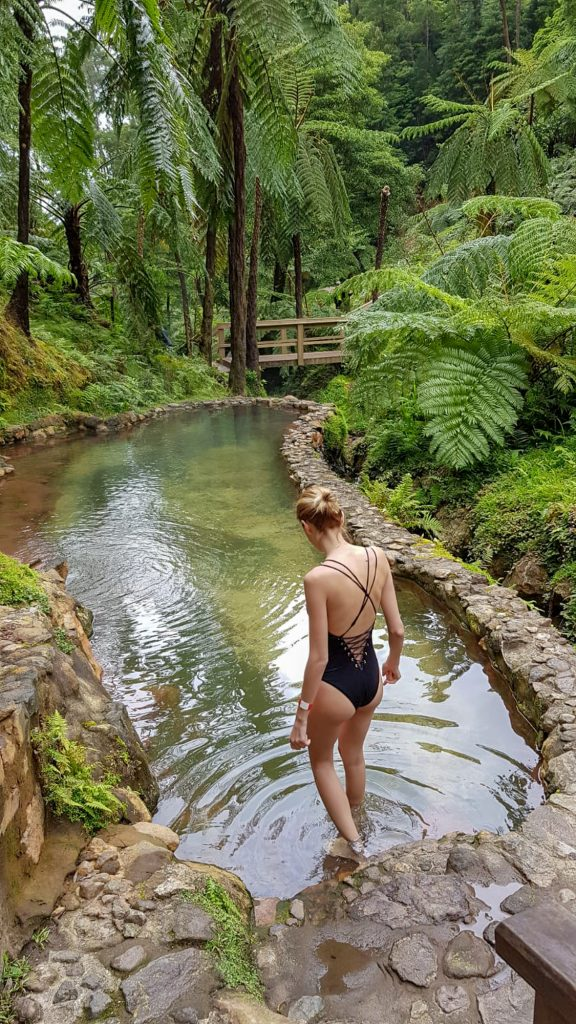 Caldeira Velha insula Sao Miguel Azore Portugalia piscina apa termala
