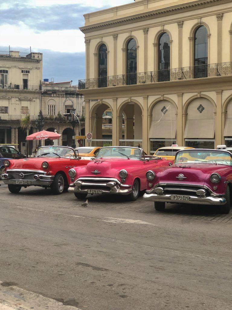 Masini clasice centru Havana veche Cuba