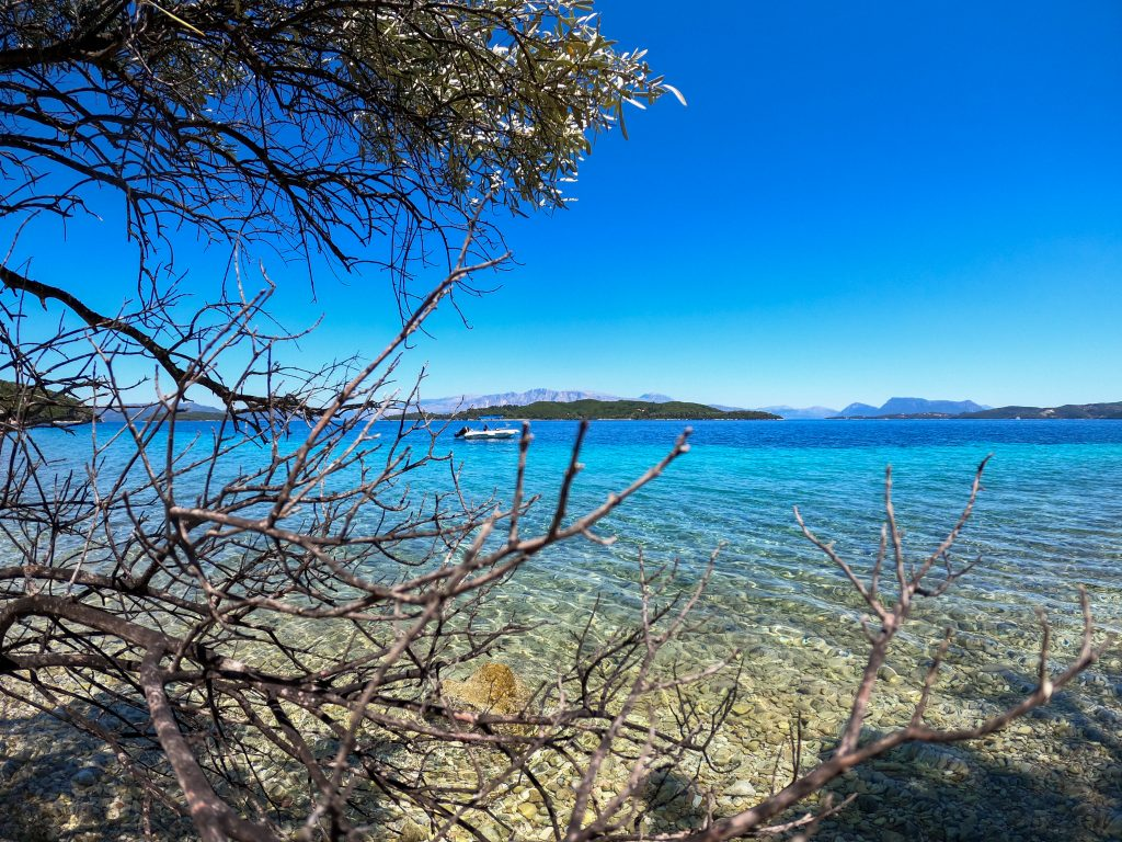 Plaja salbatica de pe Lefkada