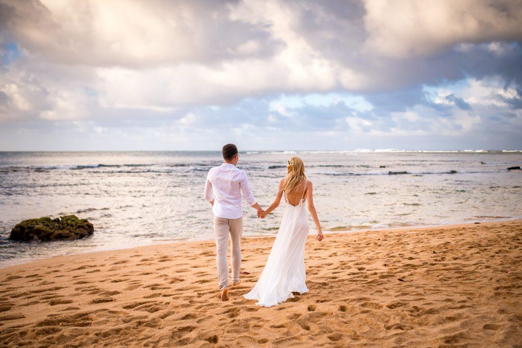 Mire si mireasa nunta pe plaja