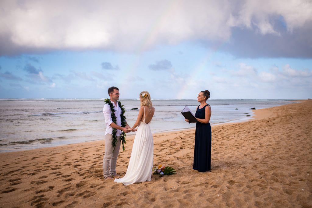 Ceremonia de nunta pe plaja in Hawaii