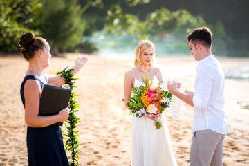 Nunta pe plaja - schimbul de lei
