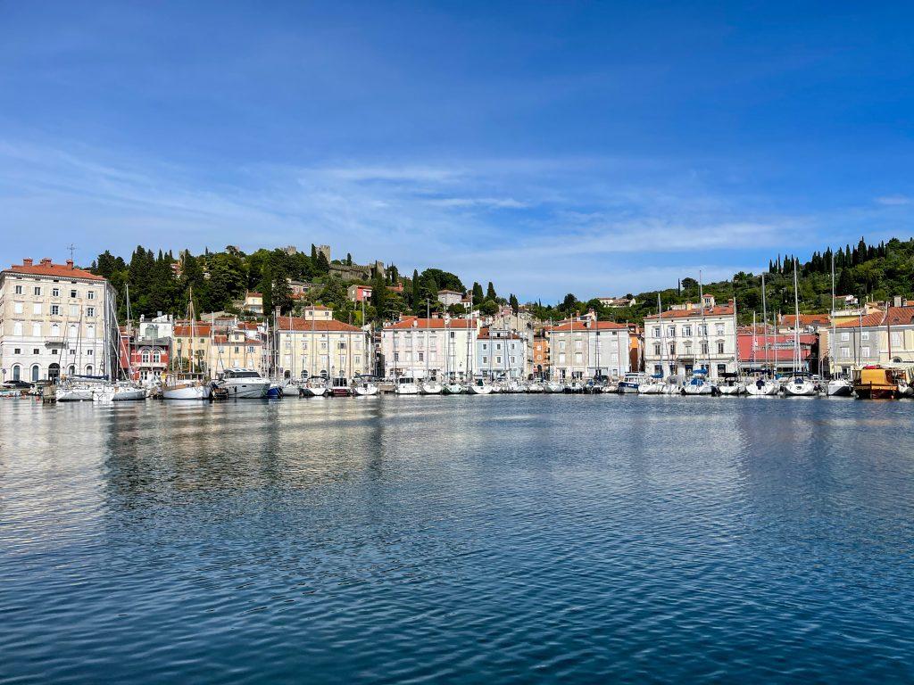 Cat costa sa vizitezi Slovenia